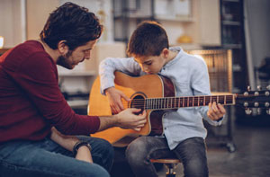Guitar Lessons Cowes Isle of Wight (PO31)